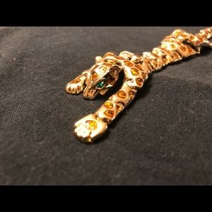 I'm selling an 8 inch vintage leopard brooch.